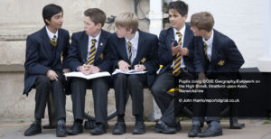 Pupils doing GCSE Geography Fieldwork on the High Street, Stratford-upon-Avon, Wawickshire © John Harris/reportdigital.co.uk
