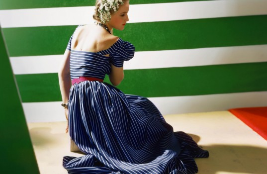 del-from-behind-wearing-a-flounced-dress-of-blue-foulardBY-Horst-P.-Horst-537x350