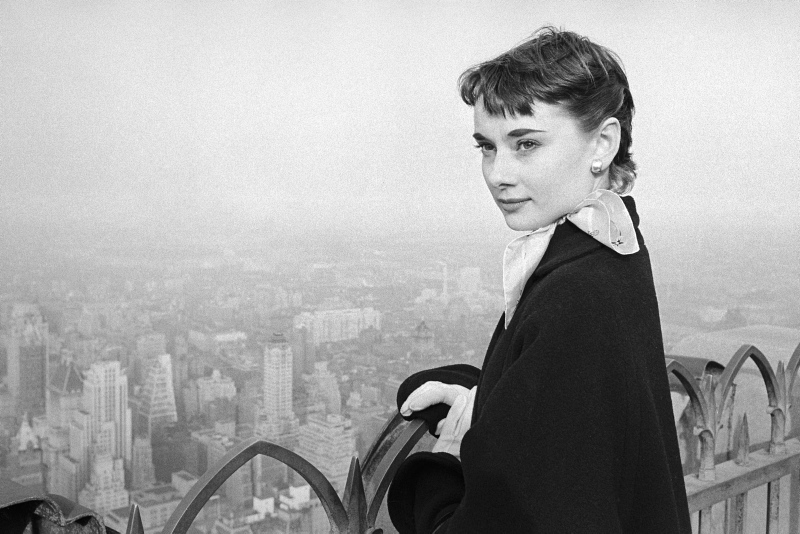 Audrey Hepburn on a 1952 visit to New York, USA where she was starring in Gigi on Broadway, New York 1952. She is at the top of the Rockerfeller Tower on the viewing platform overlooking the Manhattan skyline. Credit: George Douglas / TopFoto
