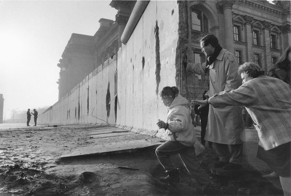"Berlin, Germany. Berlin Wall – Sector border (1961–1989/90).  Fall of Berlin Wall in 1989: Section of the Wall behind the Reichstag building.  Photo, 1990, by Frank Silberbach (born 1958). From the series ""Berlin 1990""."