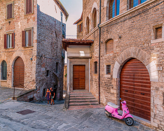 Italy, Umbria, Perugia district, Gubbio, Apennines, Appennini, Sagrantino wine road, A couple of tourists roaming the old town