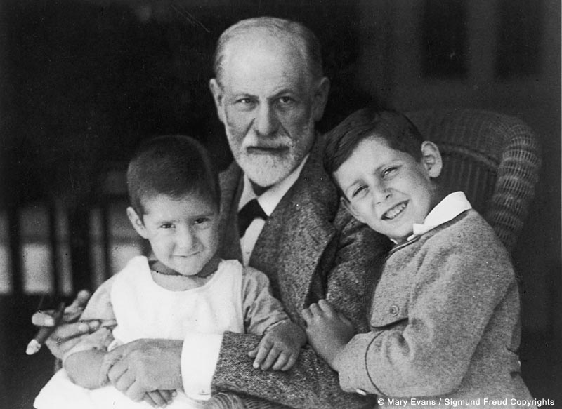 Sigmund Freud with two of his grandsons Ernst and Heinz, who were both Sophie's children. Sophie had died in 1920. Date: 1922