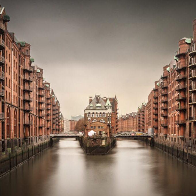 UNESCO Welterbe Speicherstadt, Wasserschloss bei Regen, Hansestadt Hamburg, Deutschland